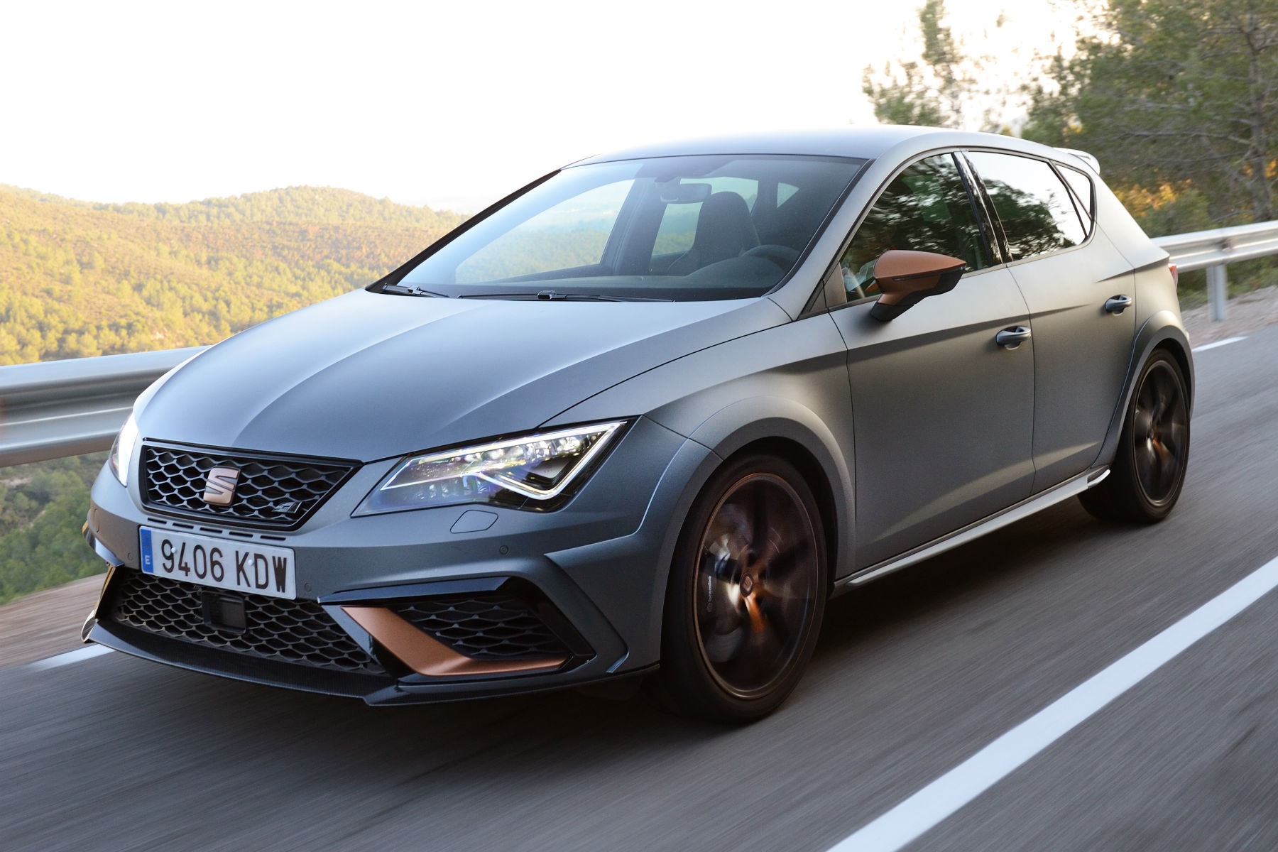 the seat leon cupra r has sold out in the uk motoring. Black Bedroom Furniture Sets. Home Design Ideas