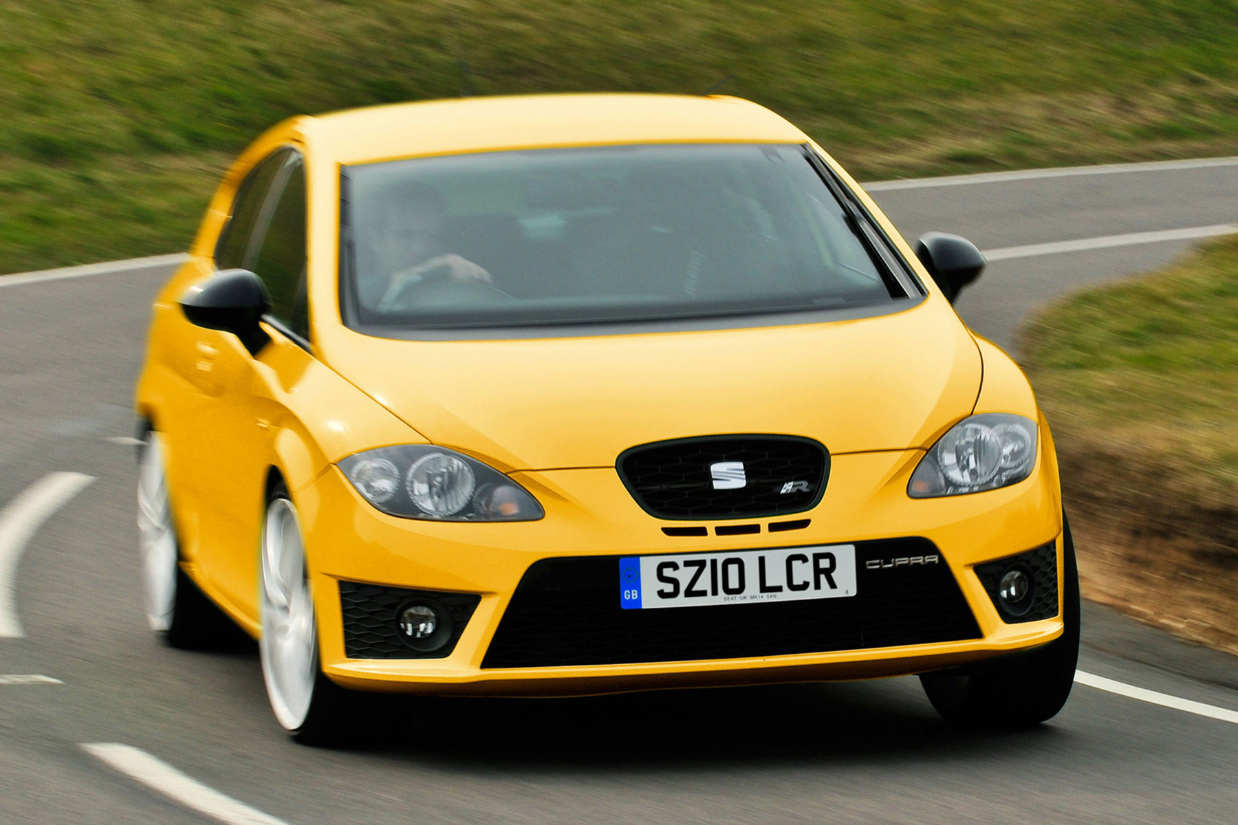 mk2 seat leon cupra r review driving a bargain hot hatch motoring research. Black Bedroom Furniture Sets. Home Design Ideas