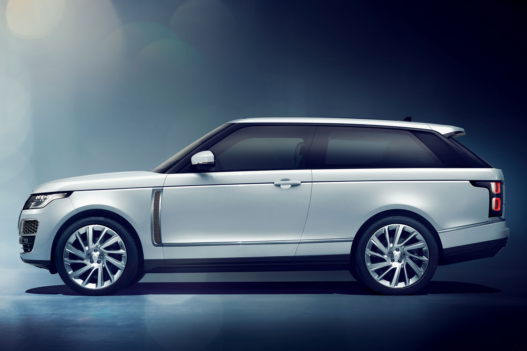 range rover takes on rolls royce with 240k sv coupe. Black Bedroom Furniture Sets. Home Design Ideas