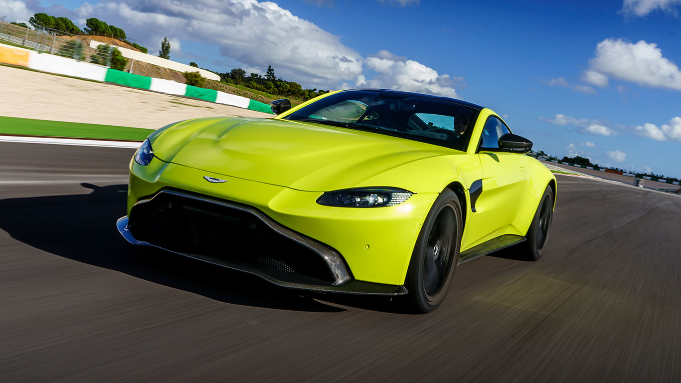 2018 aston martin vantage first drive pure sports car takes on porsche. Black Bedroom Furniture Sets. Home Design Ideas