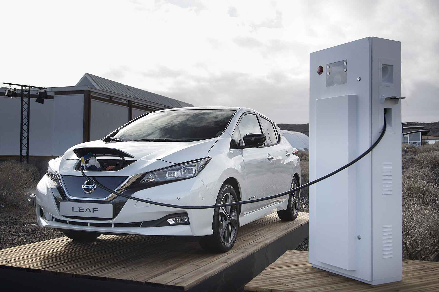 Nissan Leaf New Car S In March 2018 Saw The 12th Monthly Decline A Row With Overall Registrations Plunging By Whopping 15 7 Percent According To