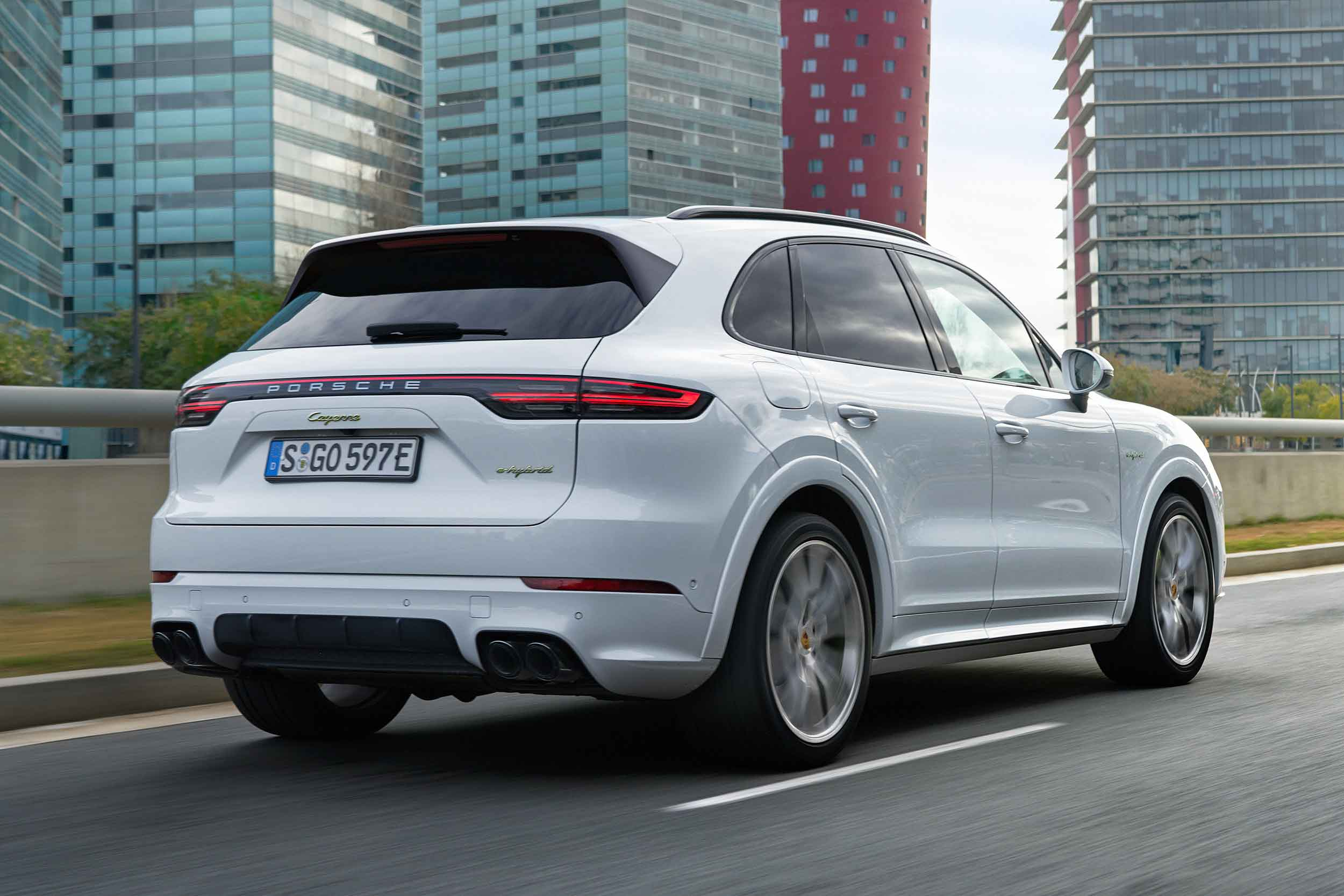 2018 porsche cayenne e hybrid has a 27 mile ev range prices from 67 128 motoring research. Black Bedroom Furniture Sets. Home Design Ideas