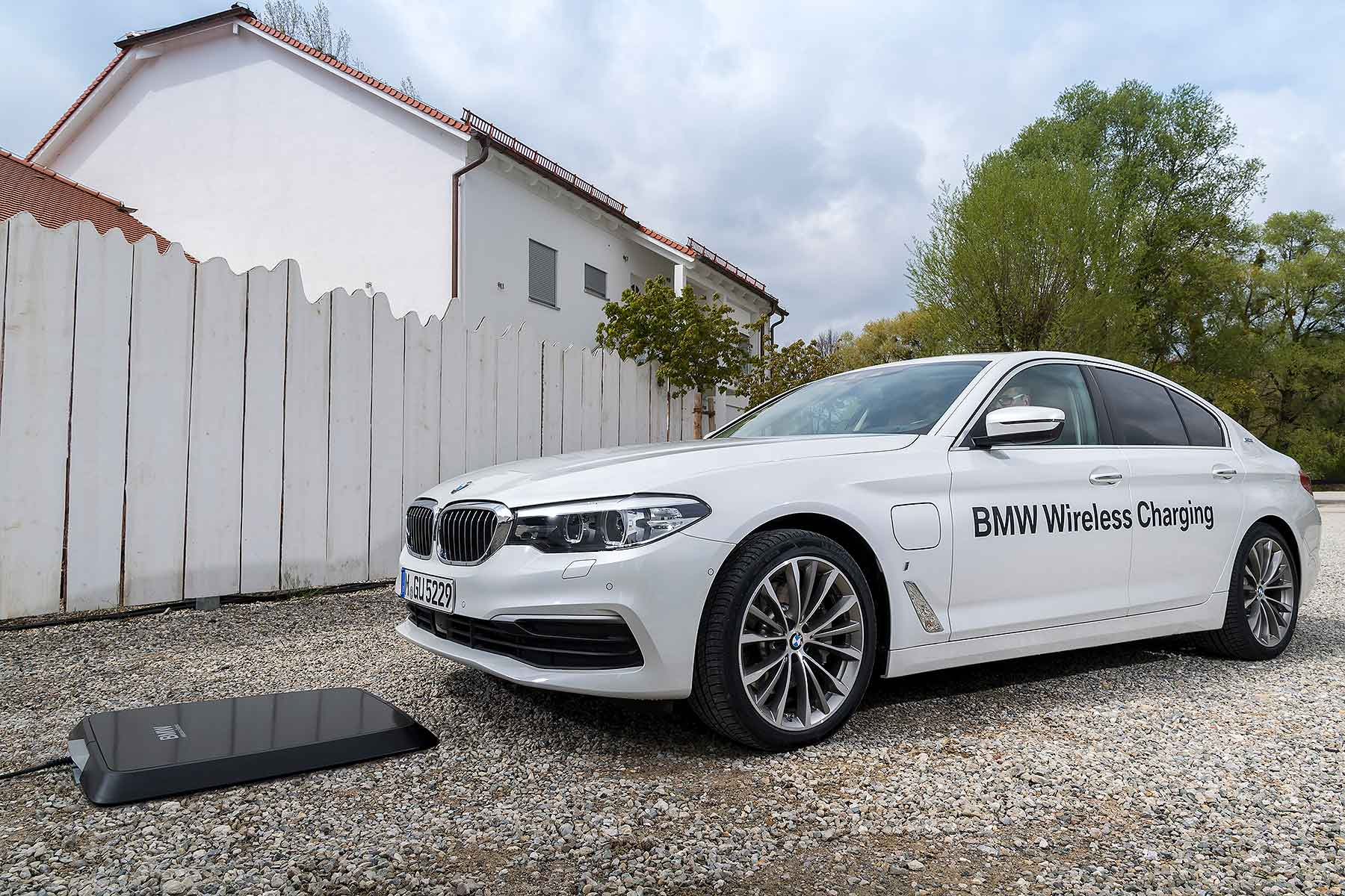 Bmw Launches World First Wireless Charging For Electric Cars