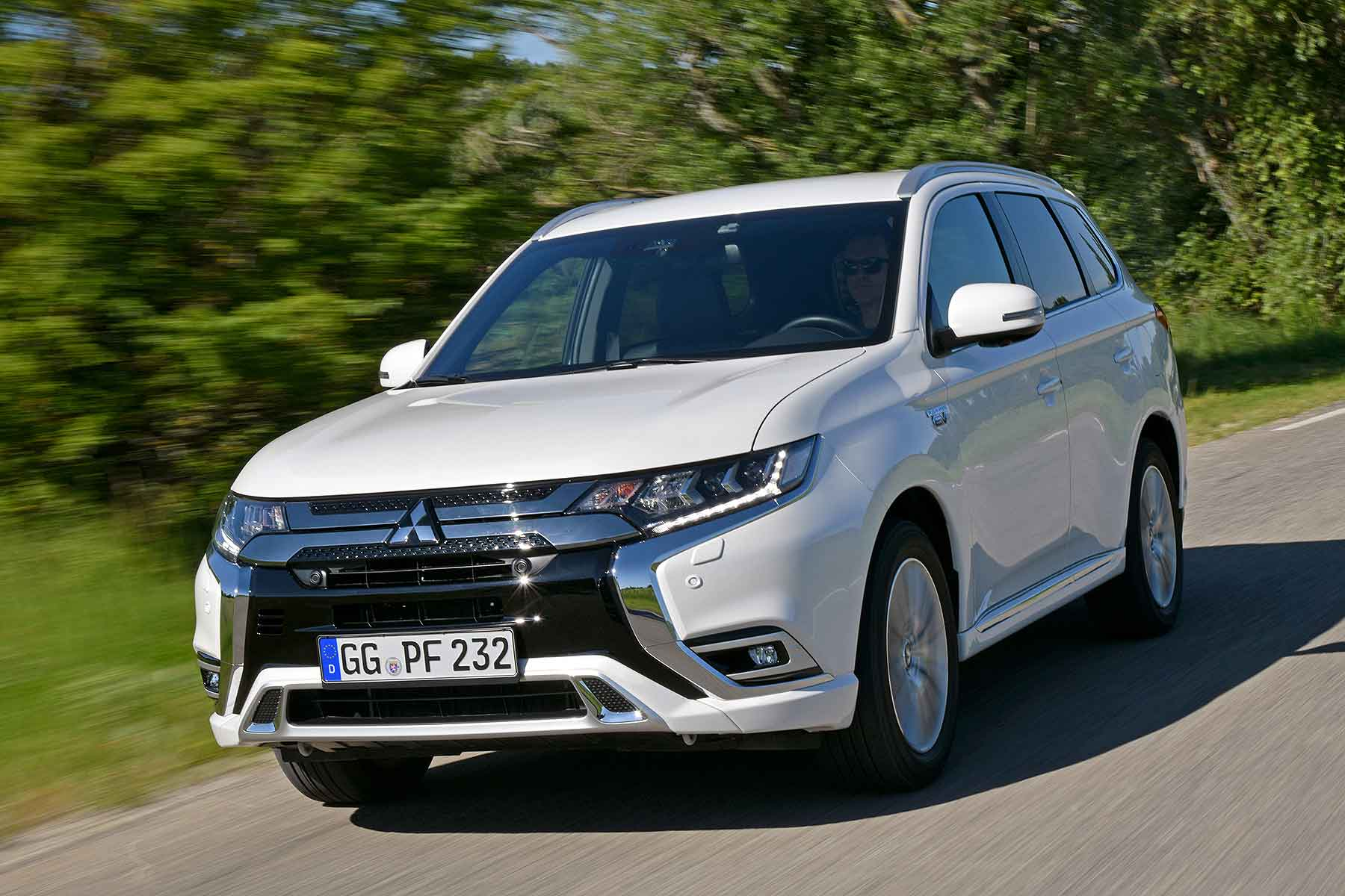 updated mitsubishi outlander phev in wltp win motoring research. Black Bedroom Furniture Sets. Home Design Ideas