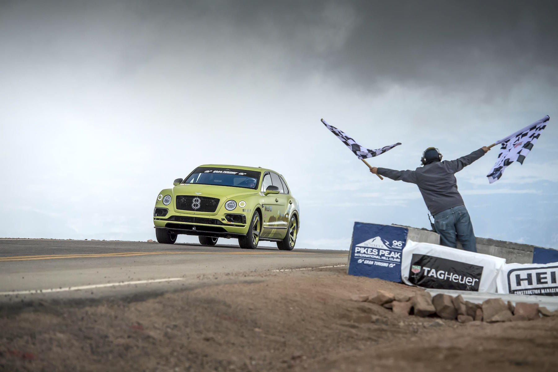 Bentley Bentayga sets Pikes Peak hill climb record