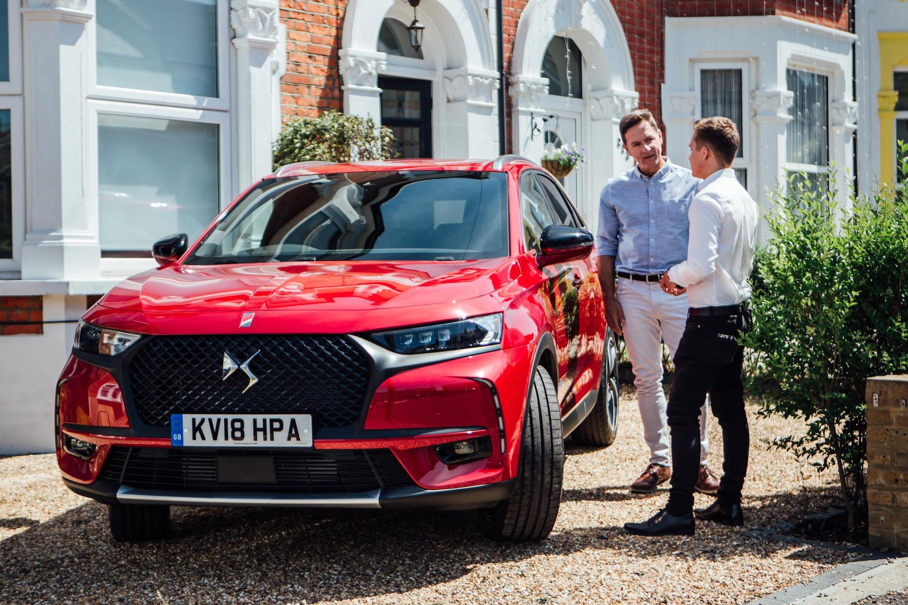 test drive a ds7 crossback from your driveway motoring research. Black Bedroom Furniture Sets. Home Design Ideas