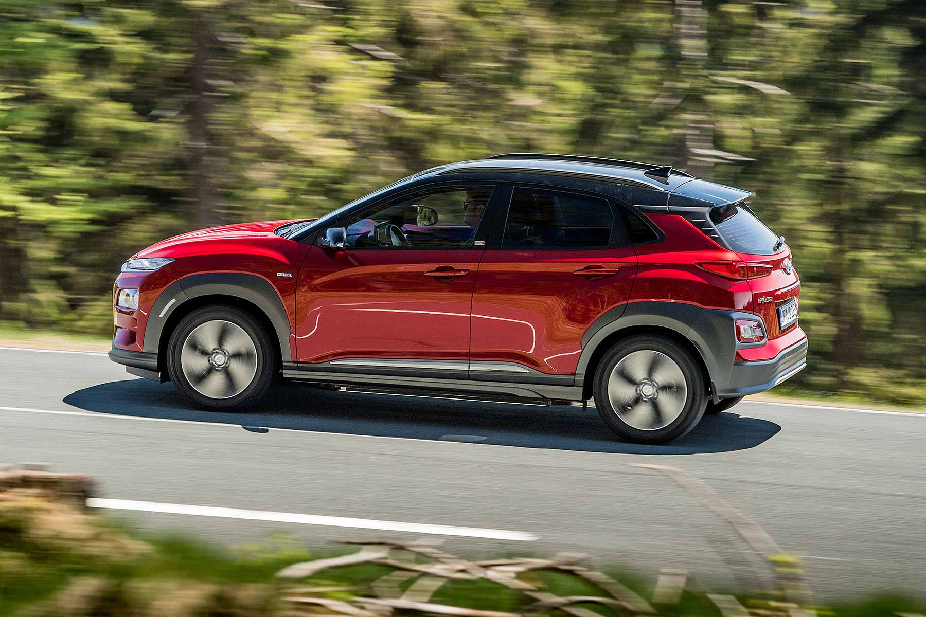 hyundai kona electric priced from 29 495 but it may fall further motoring research. Black Bedroom Furniture Sets. Home Design Ideas