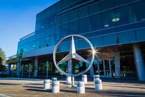 Daimler AG issues profit warning