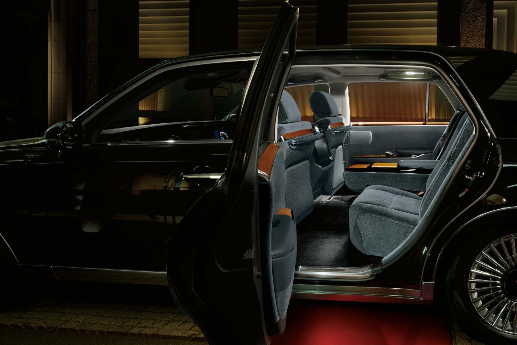 Toyota Century interior
