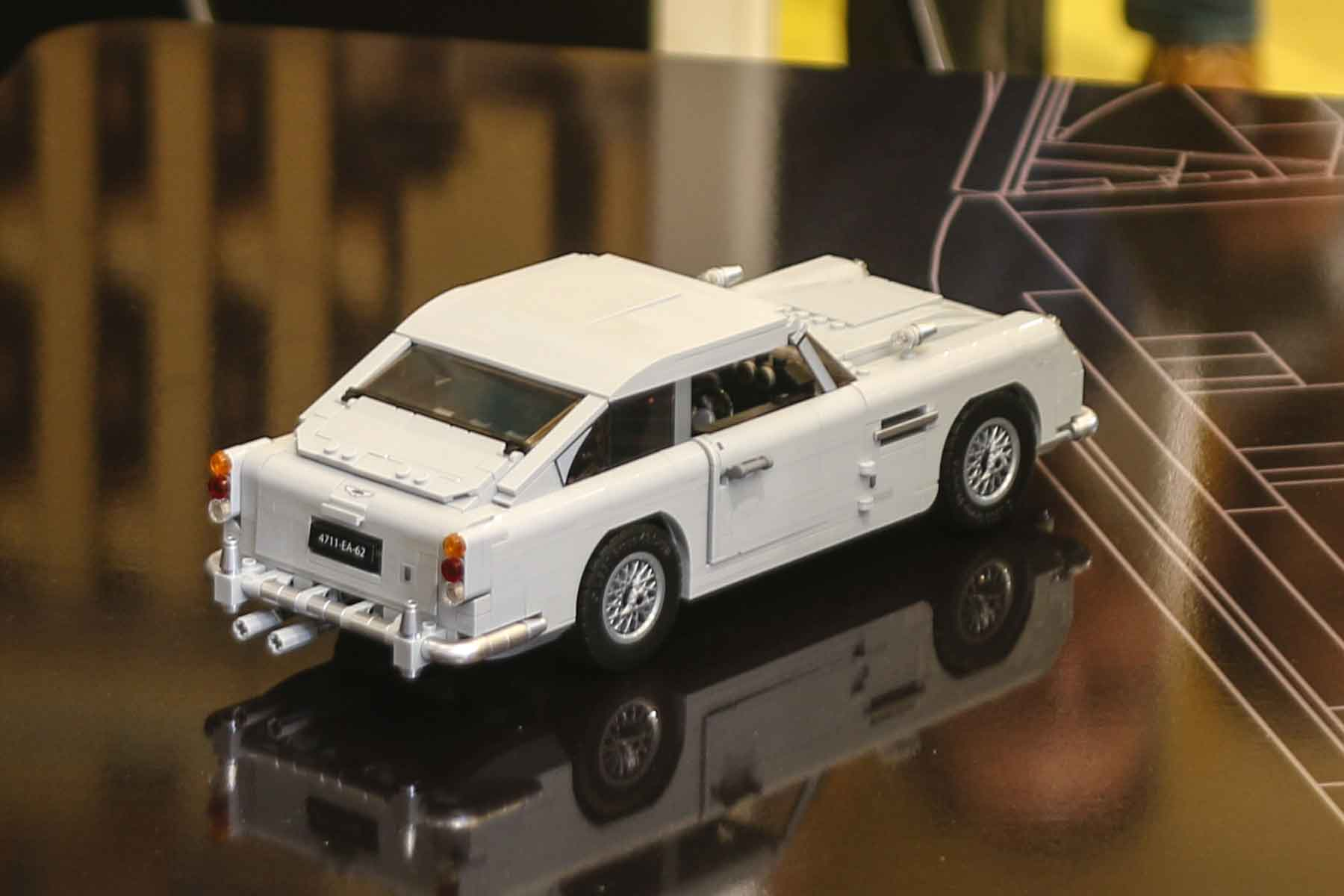 video lego releases james bond aston martin db5 with. Black Bedroom Furniture Sets. Home Design Ideas