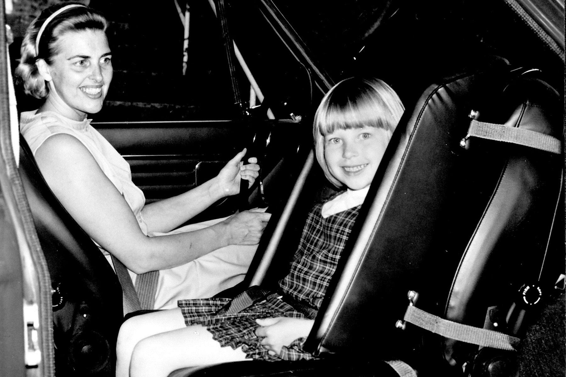 Rear-facing child seat