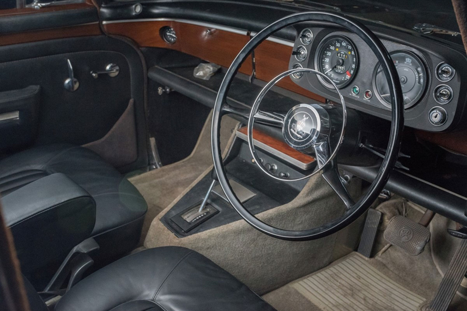 Rover P5B interior