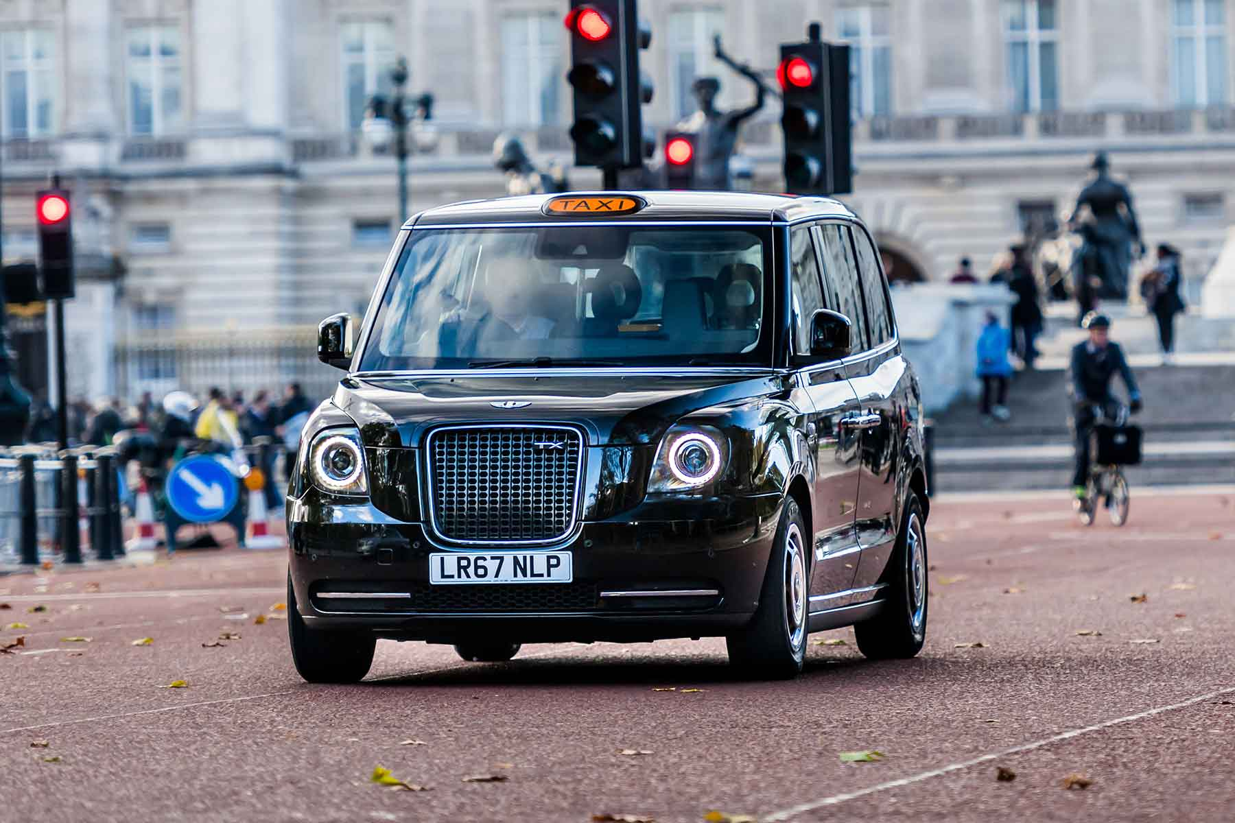 Taxi! First drive - and ride - in London's new hybrid ...