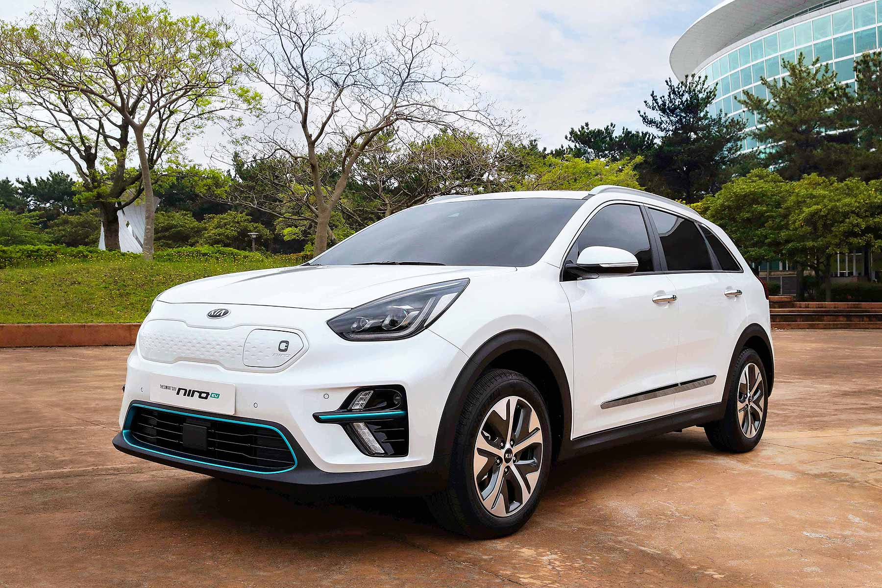 kia e niro electric crossover confirmed with 301 mile range motoring research. Black Bedroom Furniture Sets. Home Design Ideas