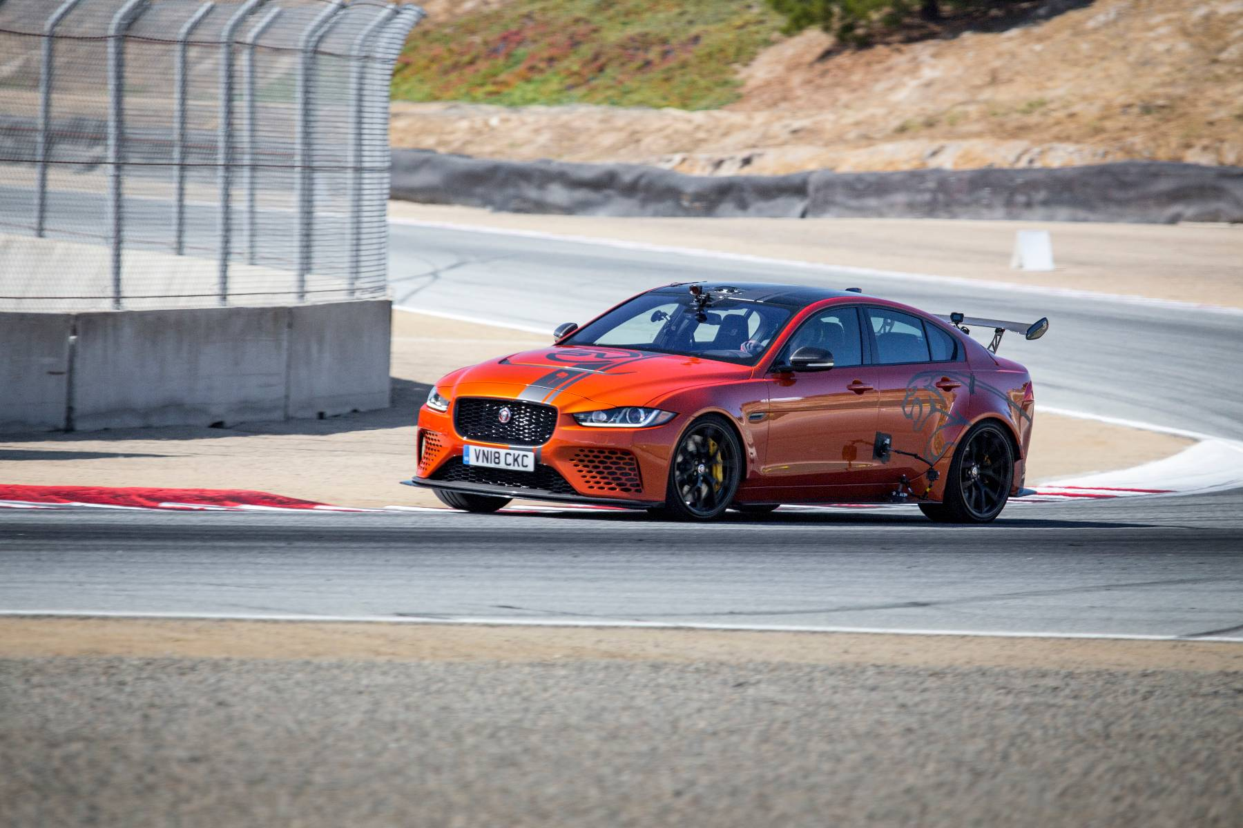 jaguar xe sv project 8 super saloon smashes us lap record. Black Bedroom Furniture Sets. Home Design Ideas
