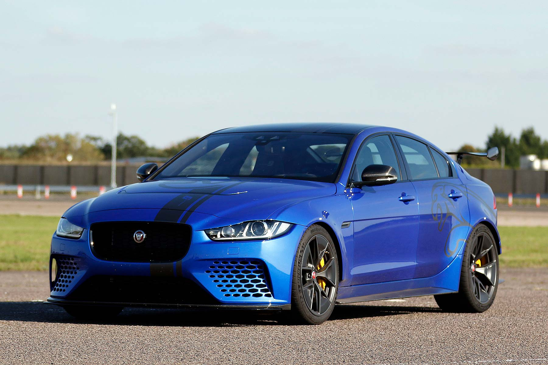 series elite one make racing for over 50s to run jaguar xe sv project 8 motoring research. Black Bedroom Furniture Sets. Home Design Ideas