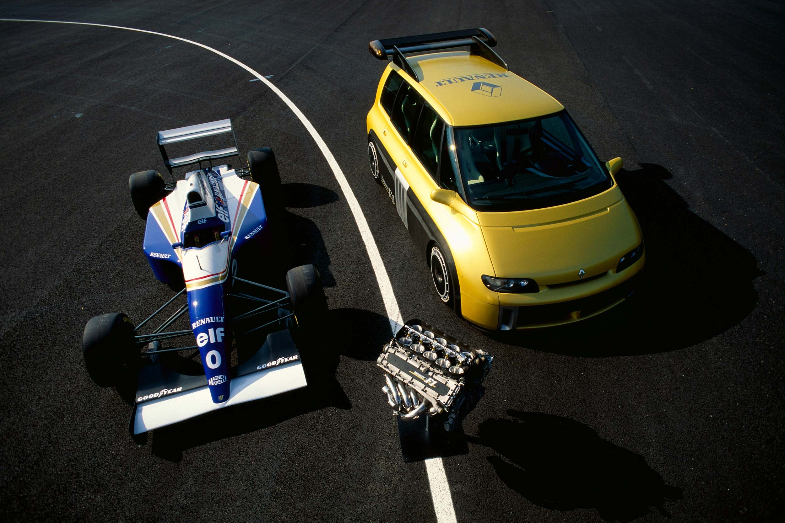 Renault Espace F1 and a Williams-Renault F1 car in September 1994