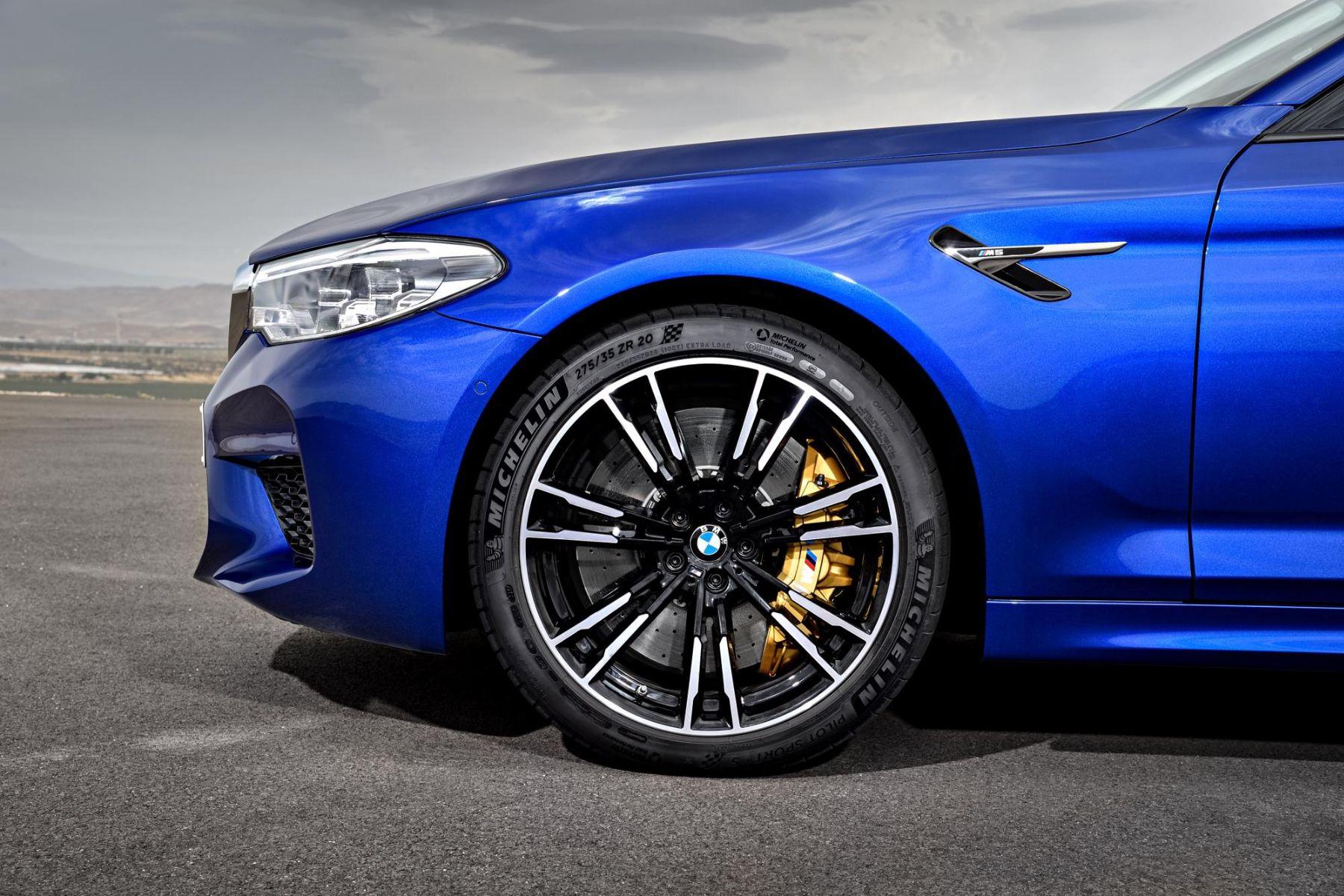 BMW floating hubcap wheels