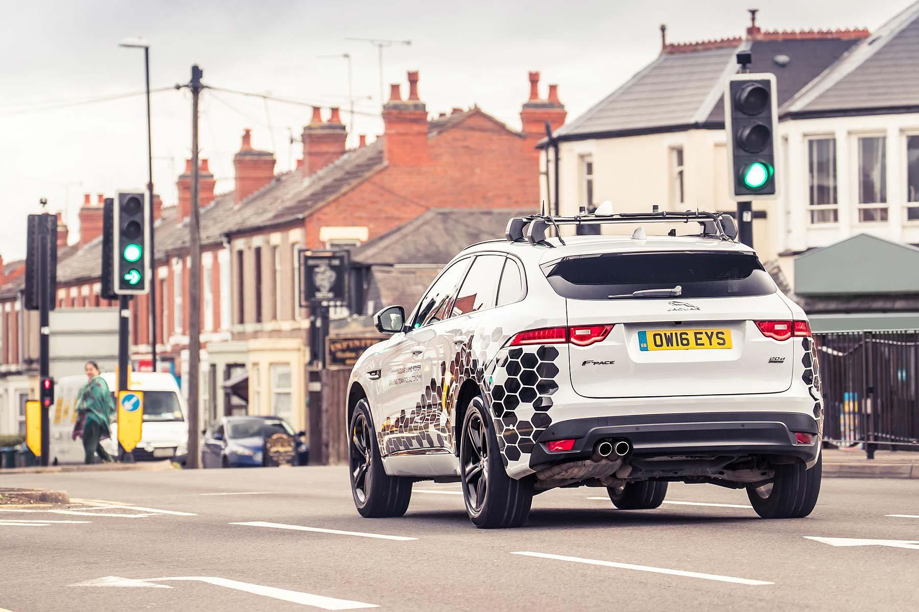 Jaguar Land Rover Green Light Optimal Speed Advisory tech