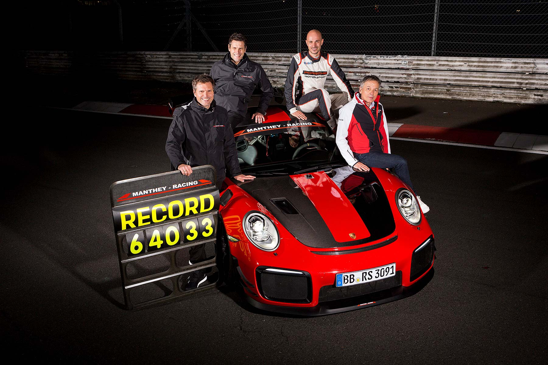 Porsche 911 GT2 RS MR: fastest road car around the Nurburgring
