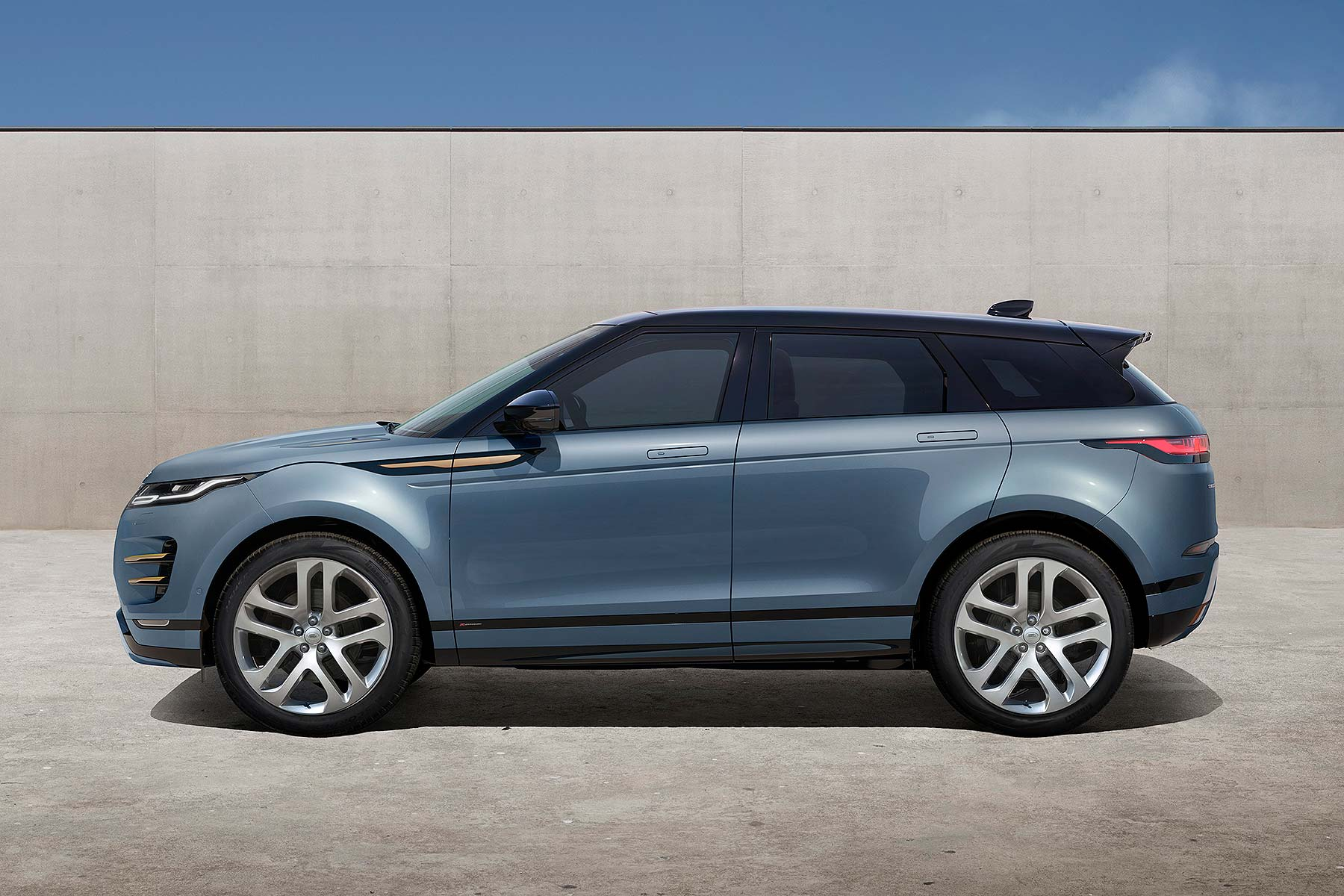 new 2019 range rover evoque revealed and ordering is open now motoring research. Black Bedroom Furniture Sets. Home Design Ideas
