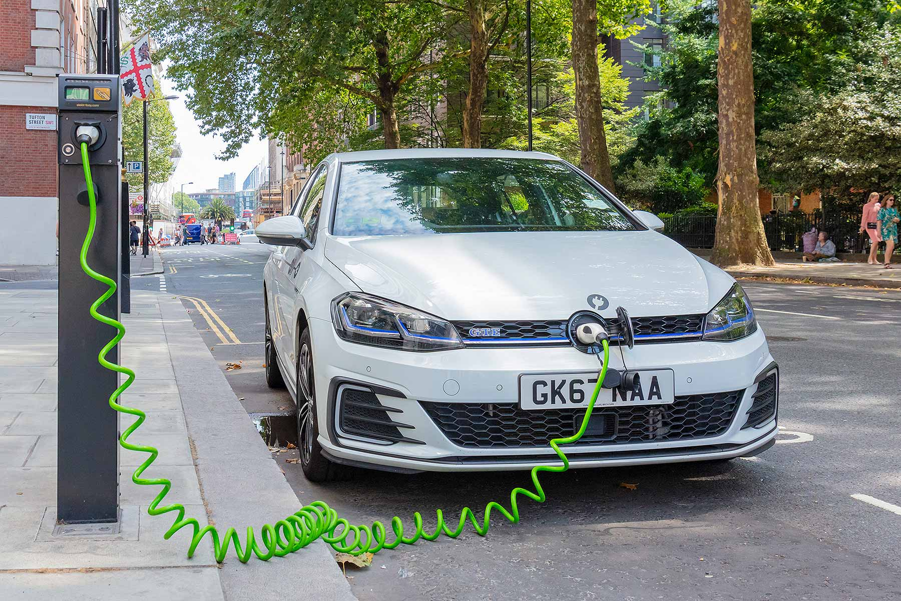 Plug In Hybrid Users Branded Ridiculous For Not Charging Their Cars