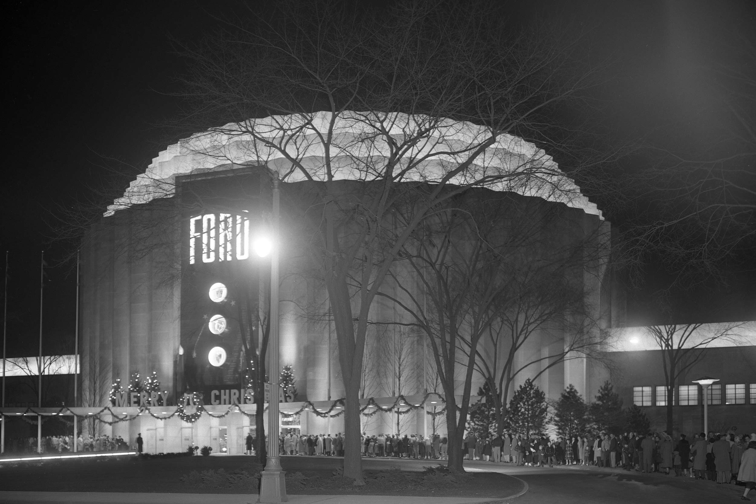 1953 Ford Christmas display at Rotunda
