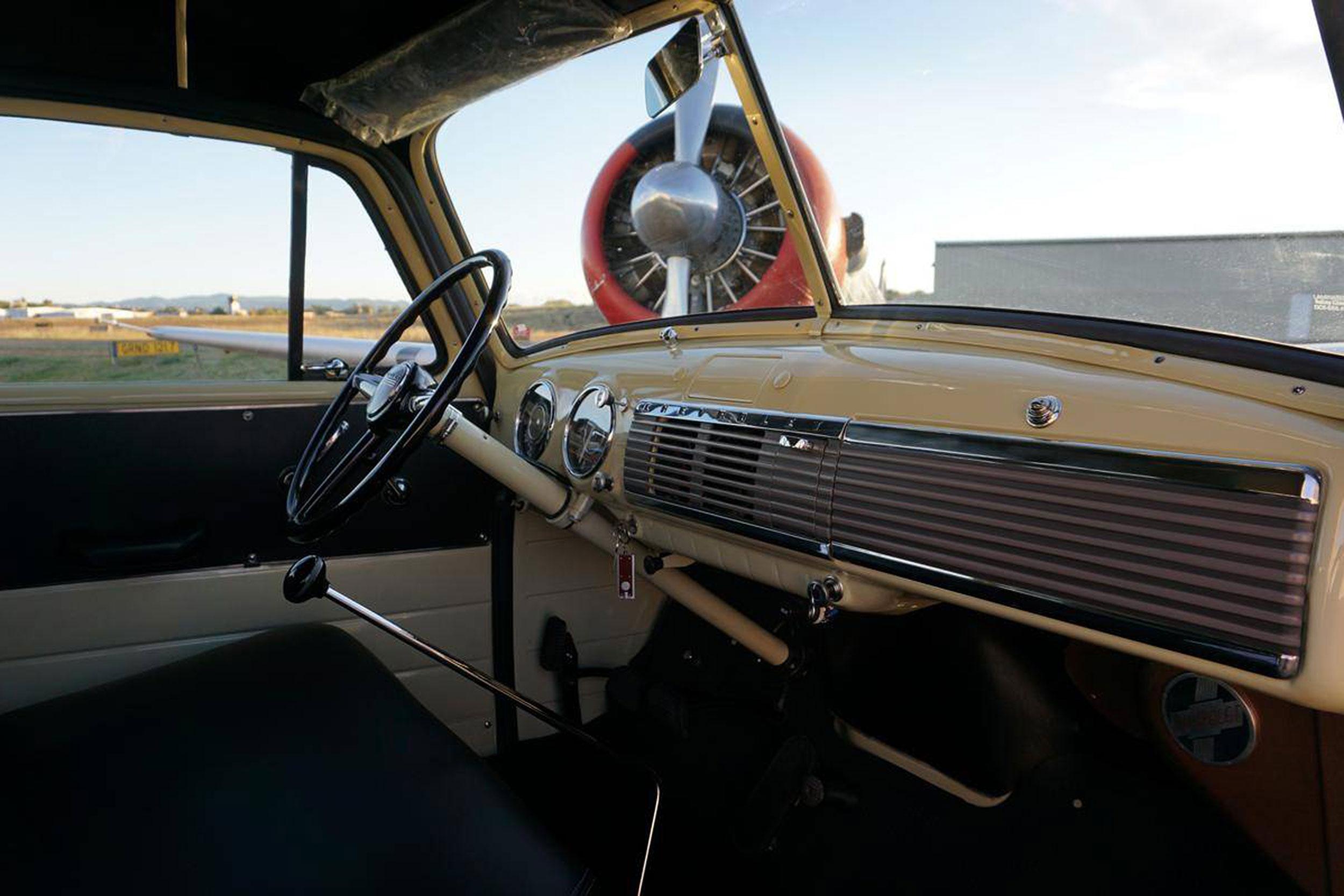 1952 Chevrolet Suburban dash