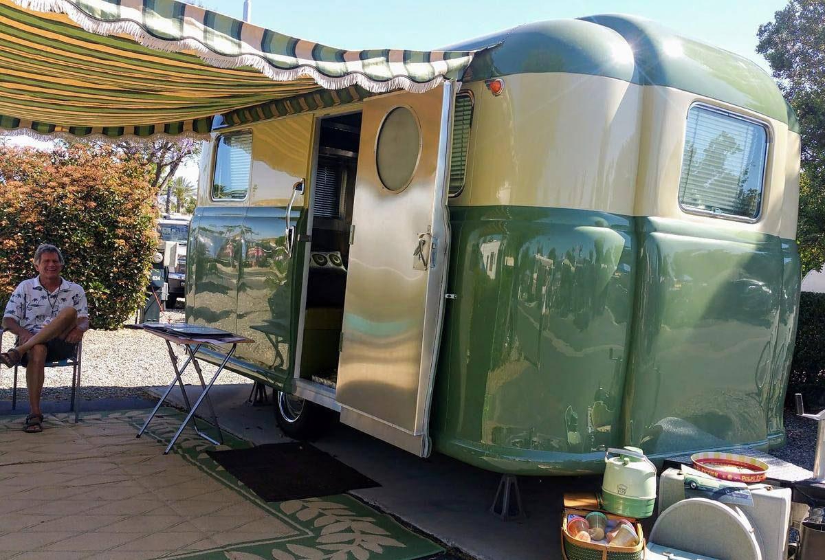 1952 Chevrolet Suburban trailer