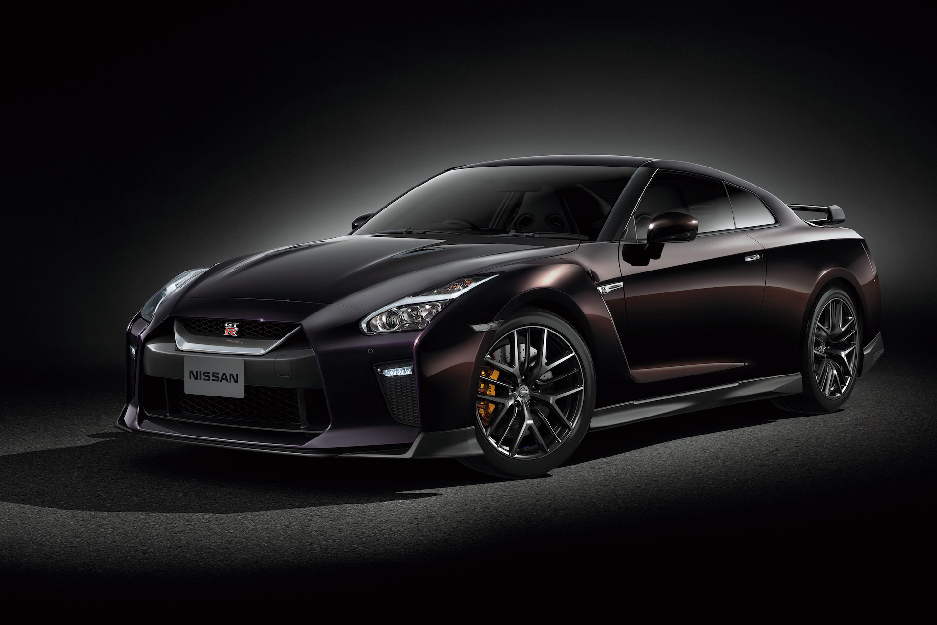 nissan announces special edition gt r to celebrate tennis ace naomi osaka motoring research. Black Bedroom Furniture Sets. Home Design Ideas