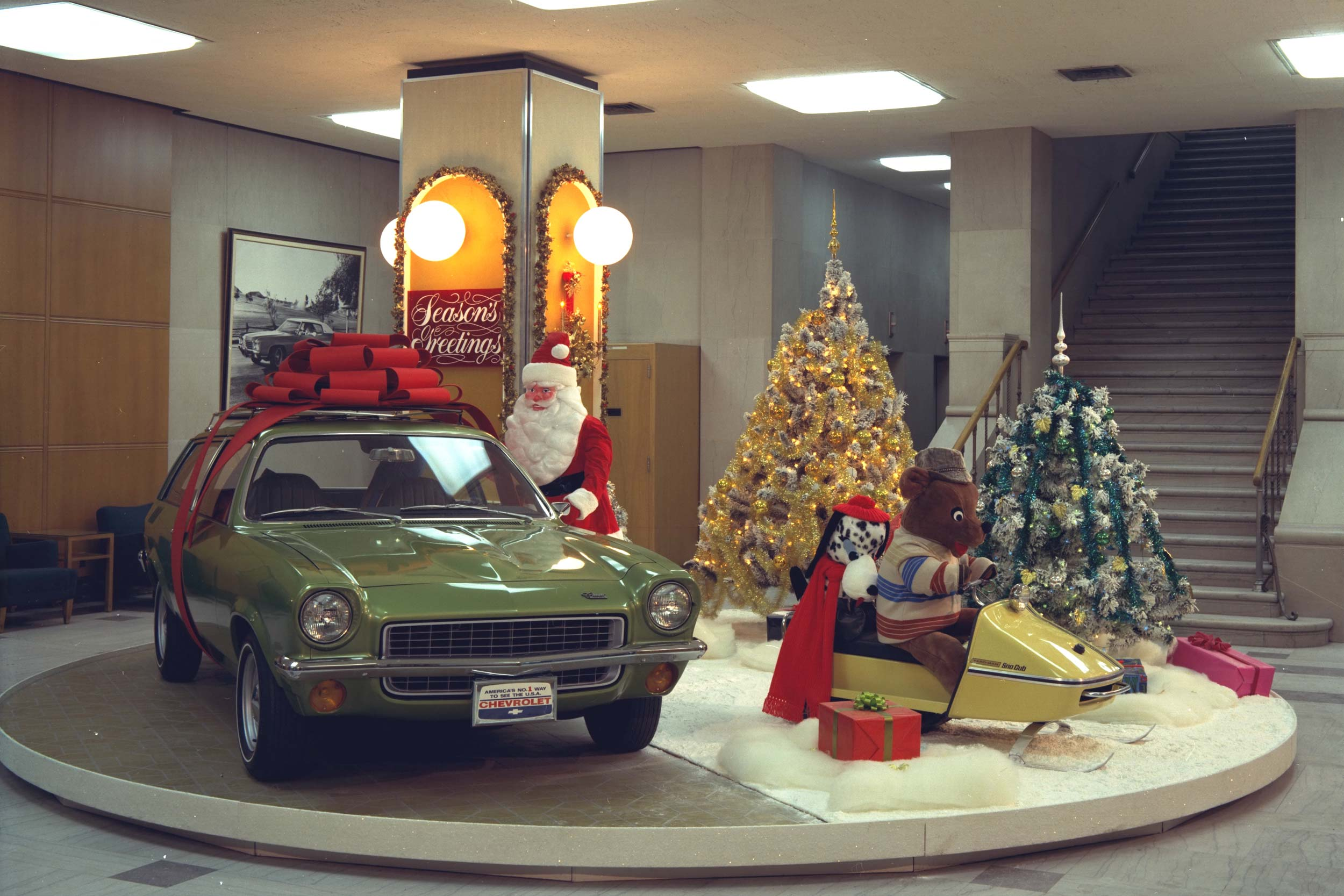 Vintage Detroit Festive Holidays With The Big Three Motoring Research 1941 Ford Station Wagon 1971 Chevrolet Vega