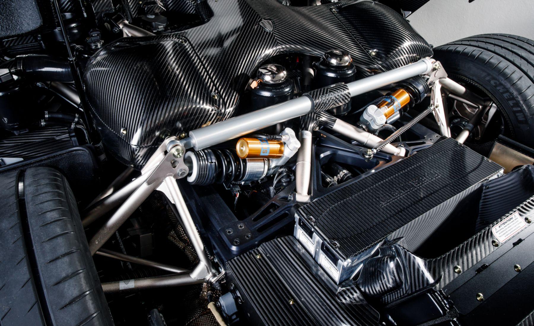 Koenigsegg naked carbon Regera