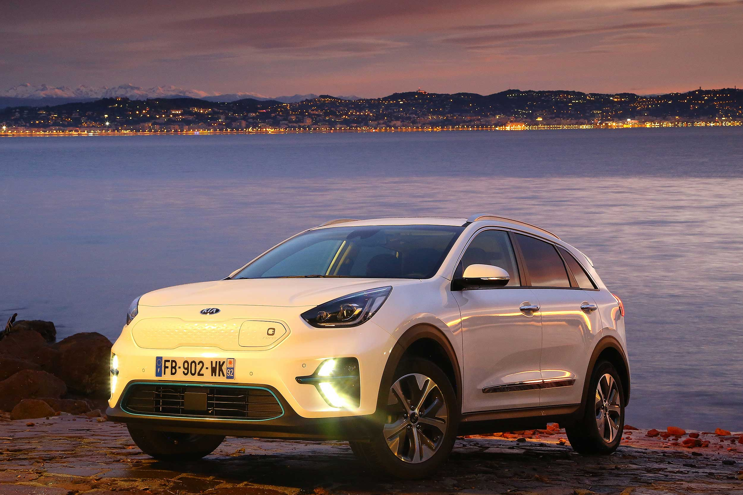 2019 kia e niro review the family ev that banishes range anxiety. Black Bedroom Furniture Sets. Home Design Ideas