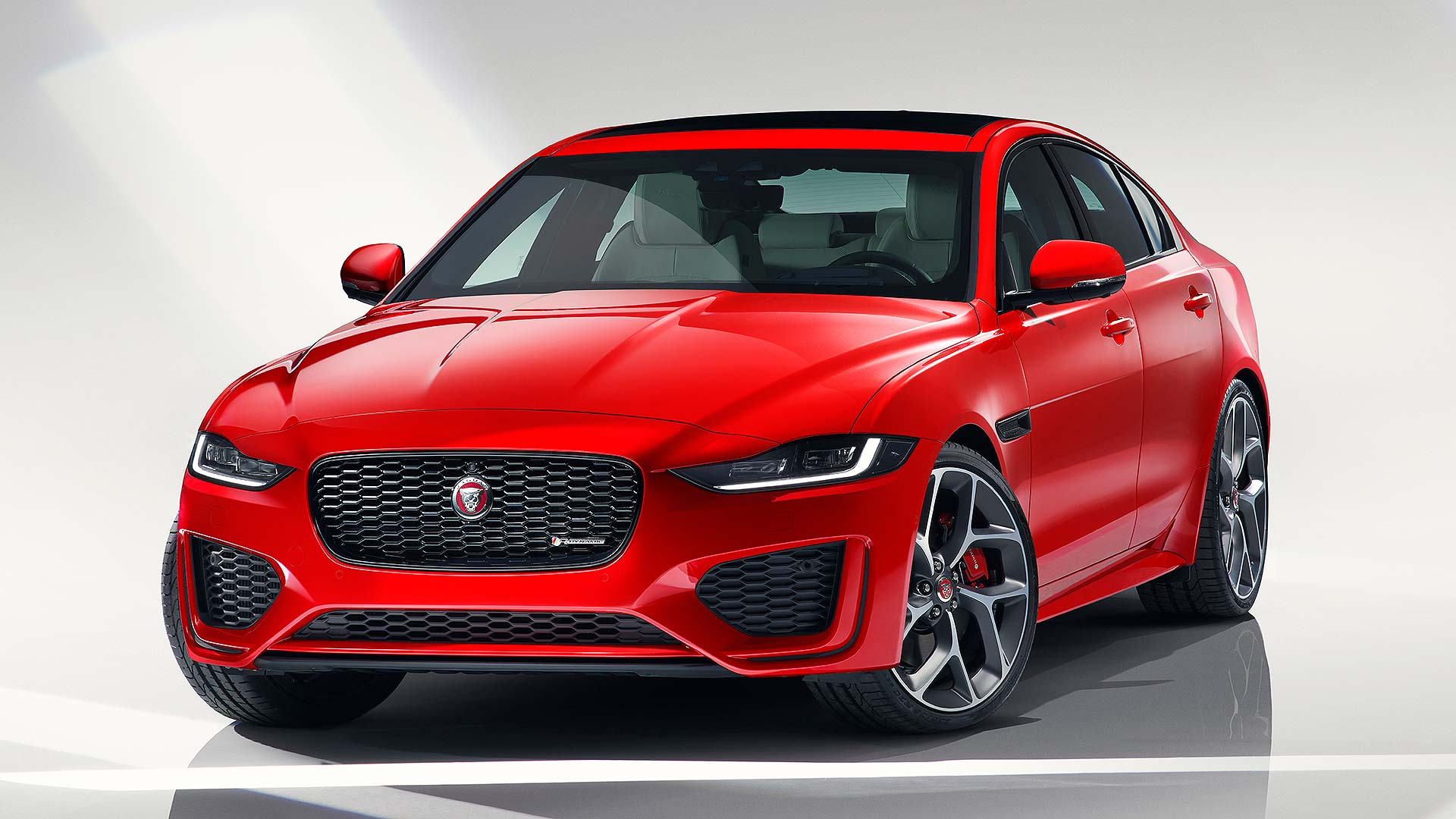 jaguar xe overhauled with new gadgets and 'cleanest in