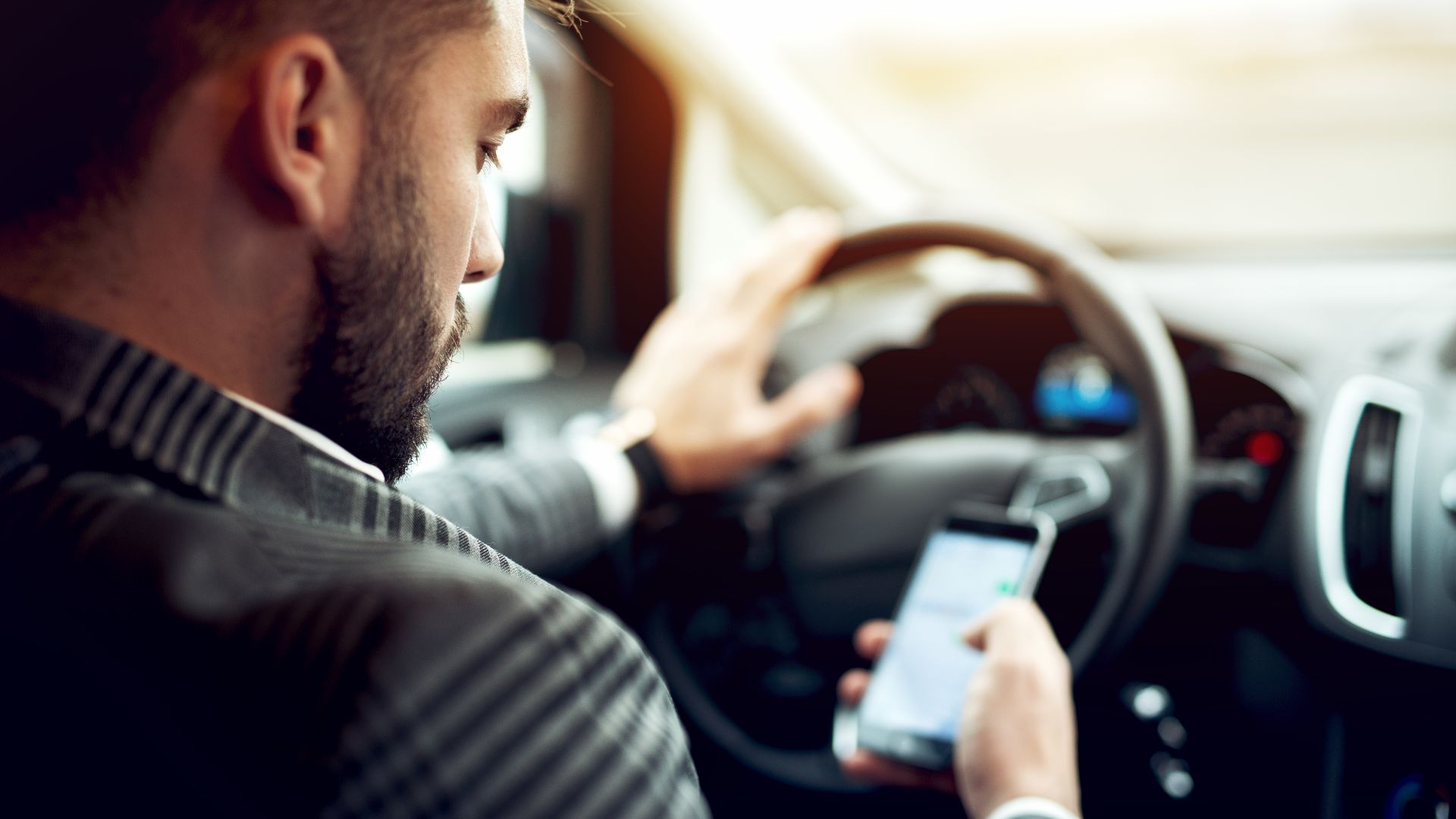 mobile phone use behind the wheel
