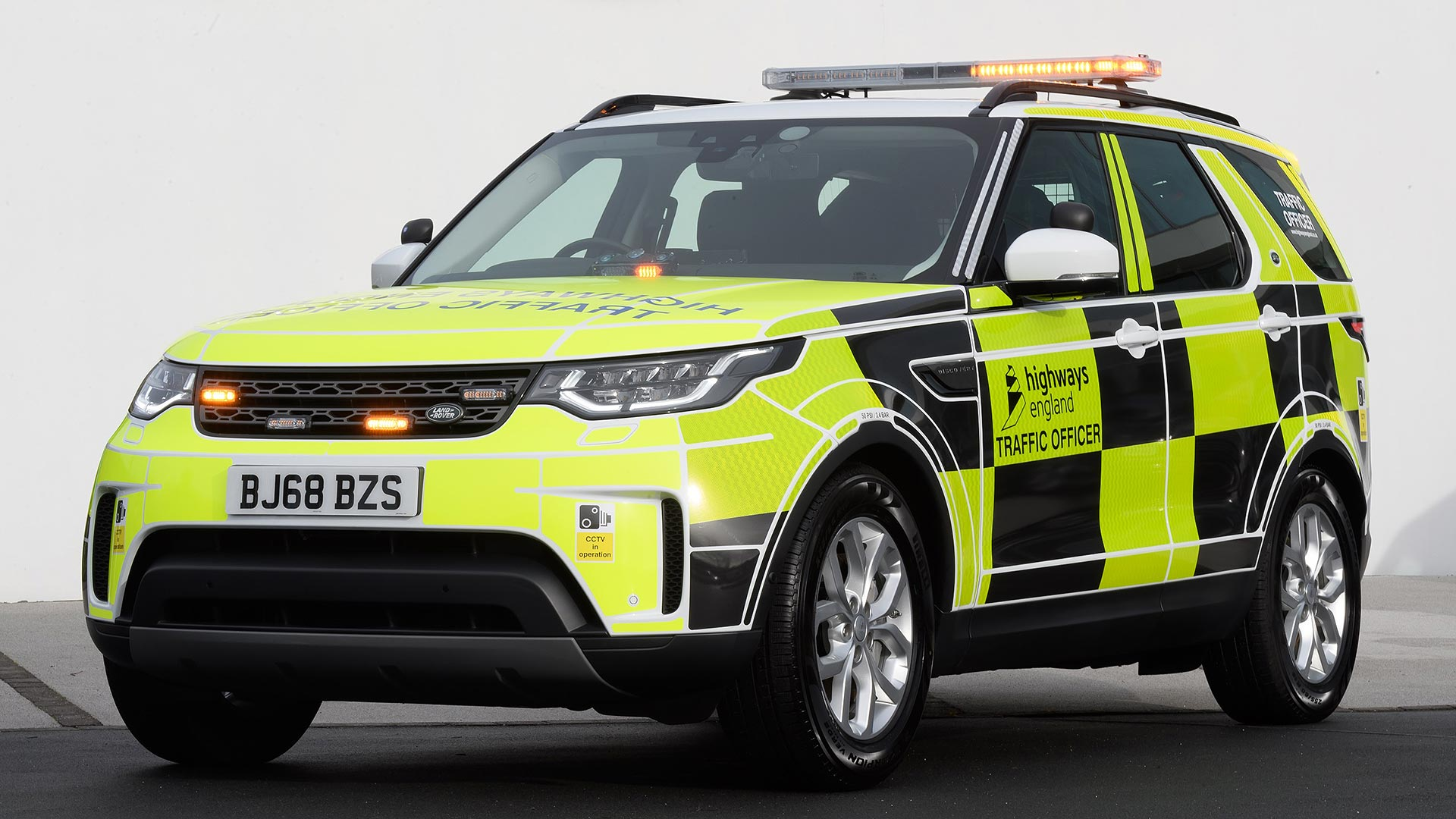 Highways England 2019 Land Rover Discovery