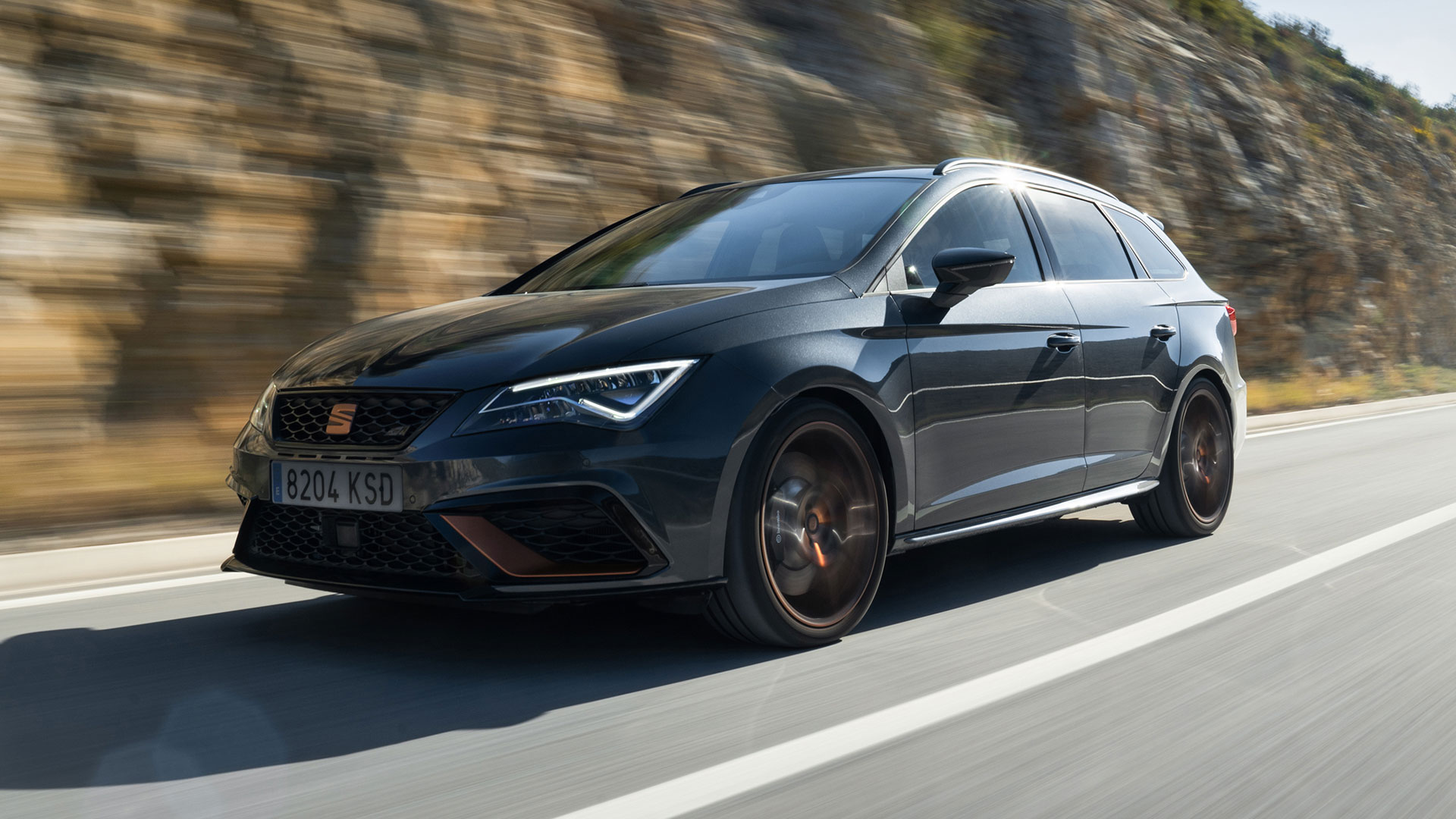 the 370hp leon cupra r st is the fastest ever seat motoring research. Black Bedroom Furniture Sets. Home Design Ideas