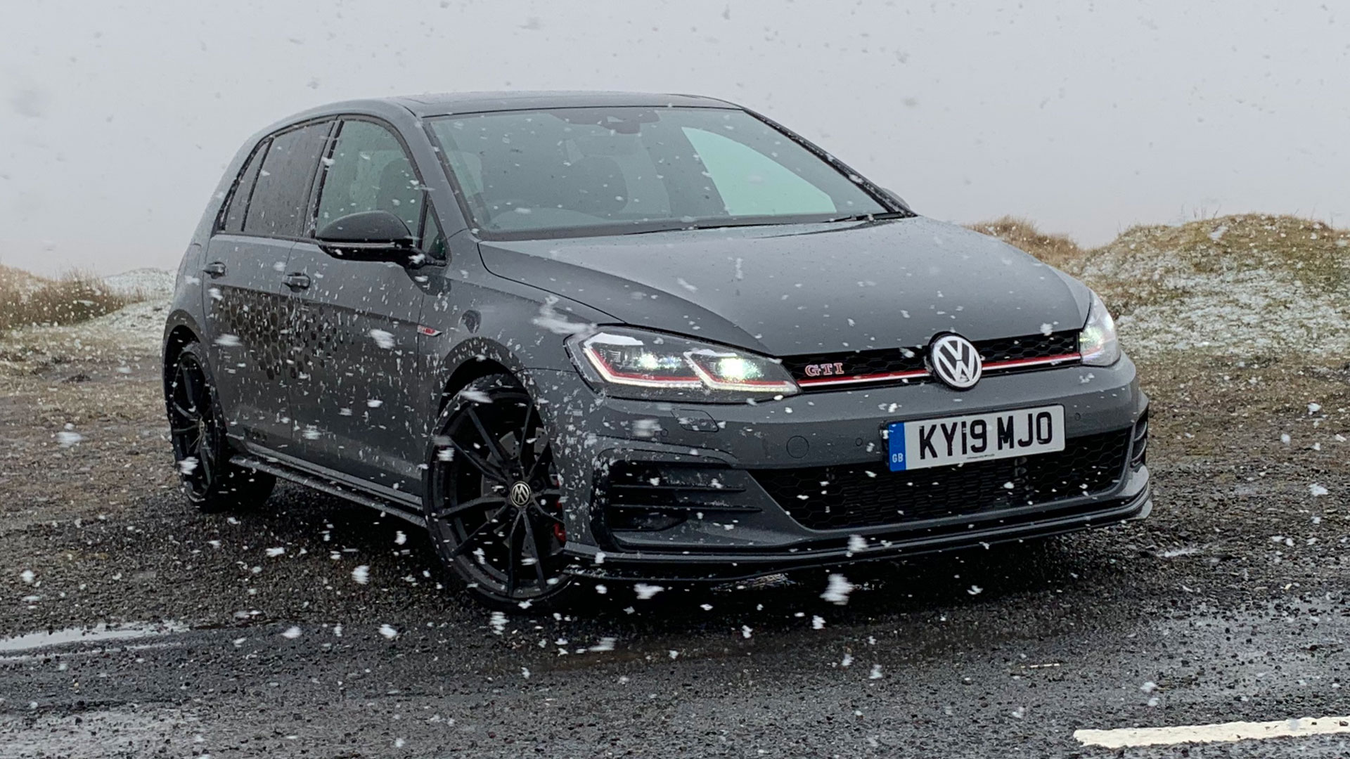 Volkswagen Golf GTI TCR in snow