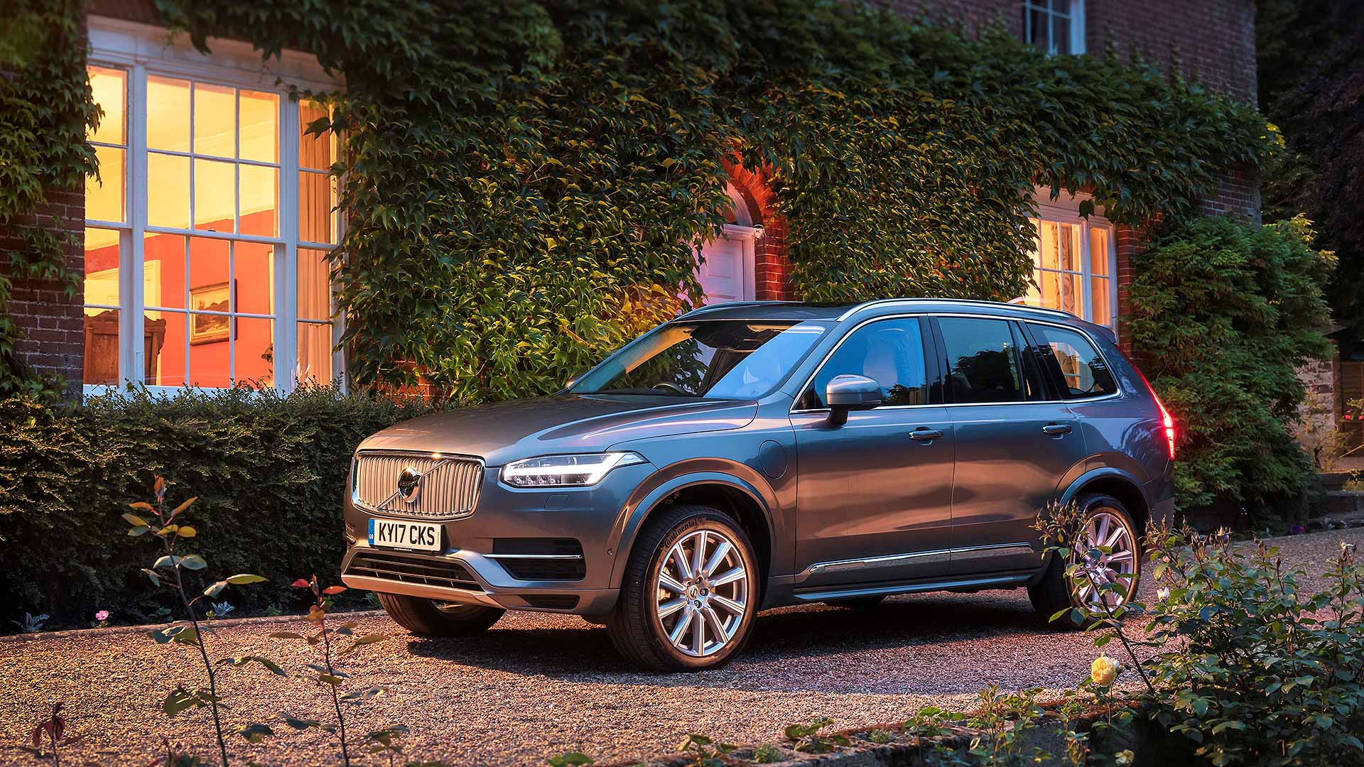 Volvo XC90 at home
