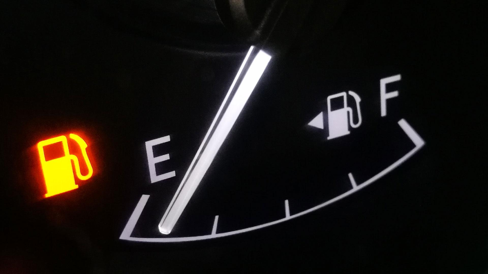 Fuel gauge arrow and light