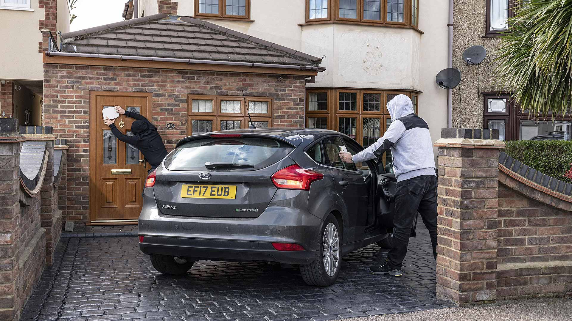 Ford Focus keyless theft relay attack demonstration