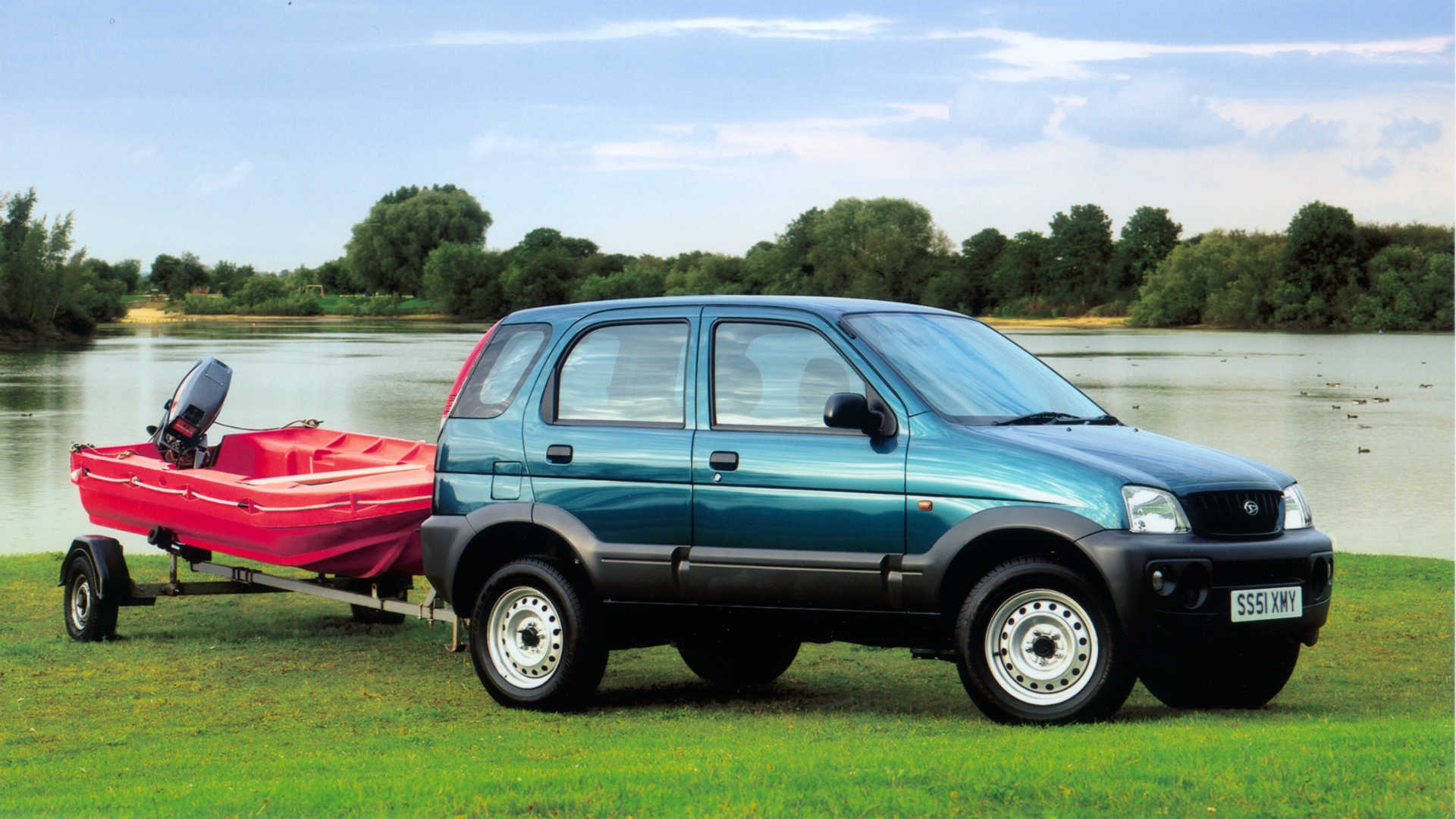Daihatsu Terios towing a trailer