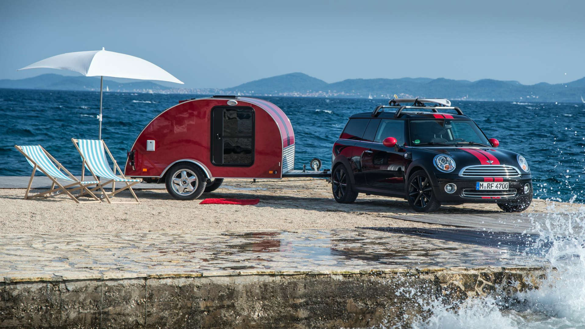 Mini Clubman towing a caravan