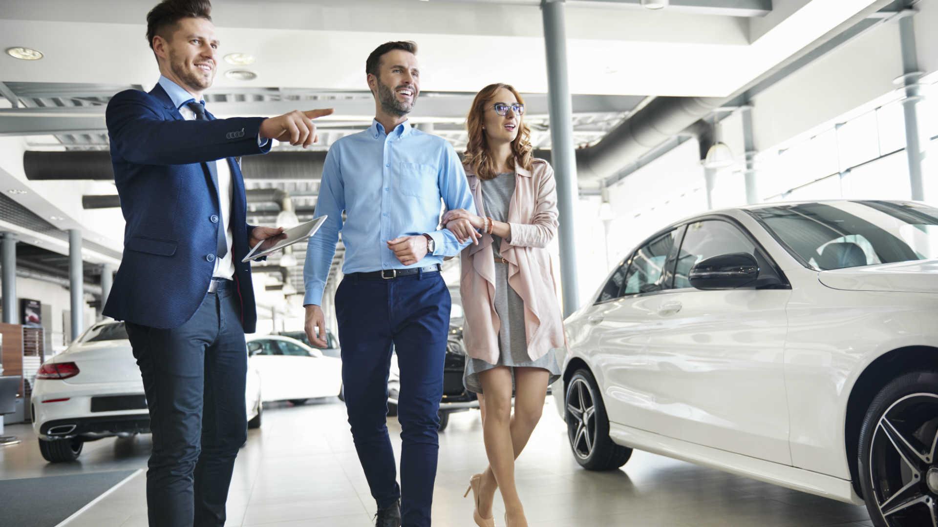 Online reviews vital in choosing a car dealer