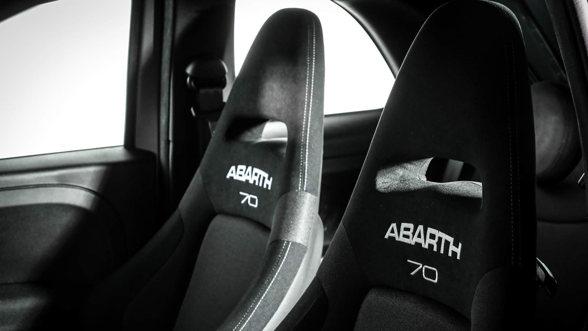 Abarth 595 Pista seats