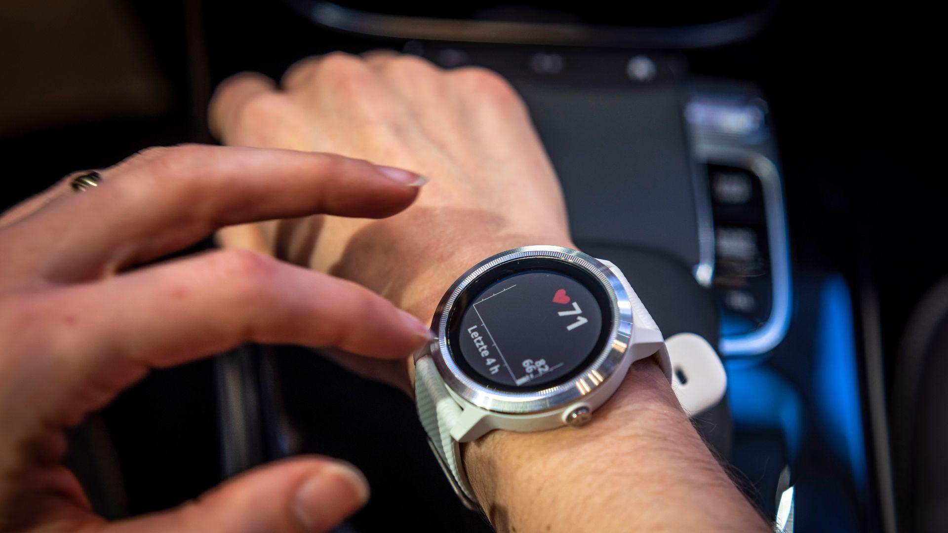 Mercedes Vivoactive 3 smart watch