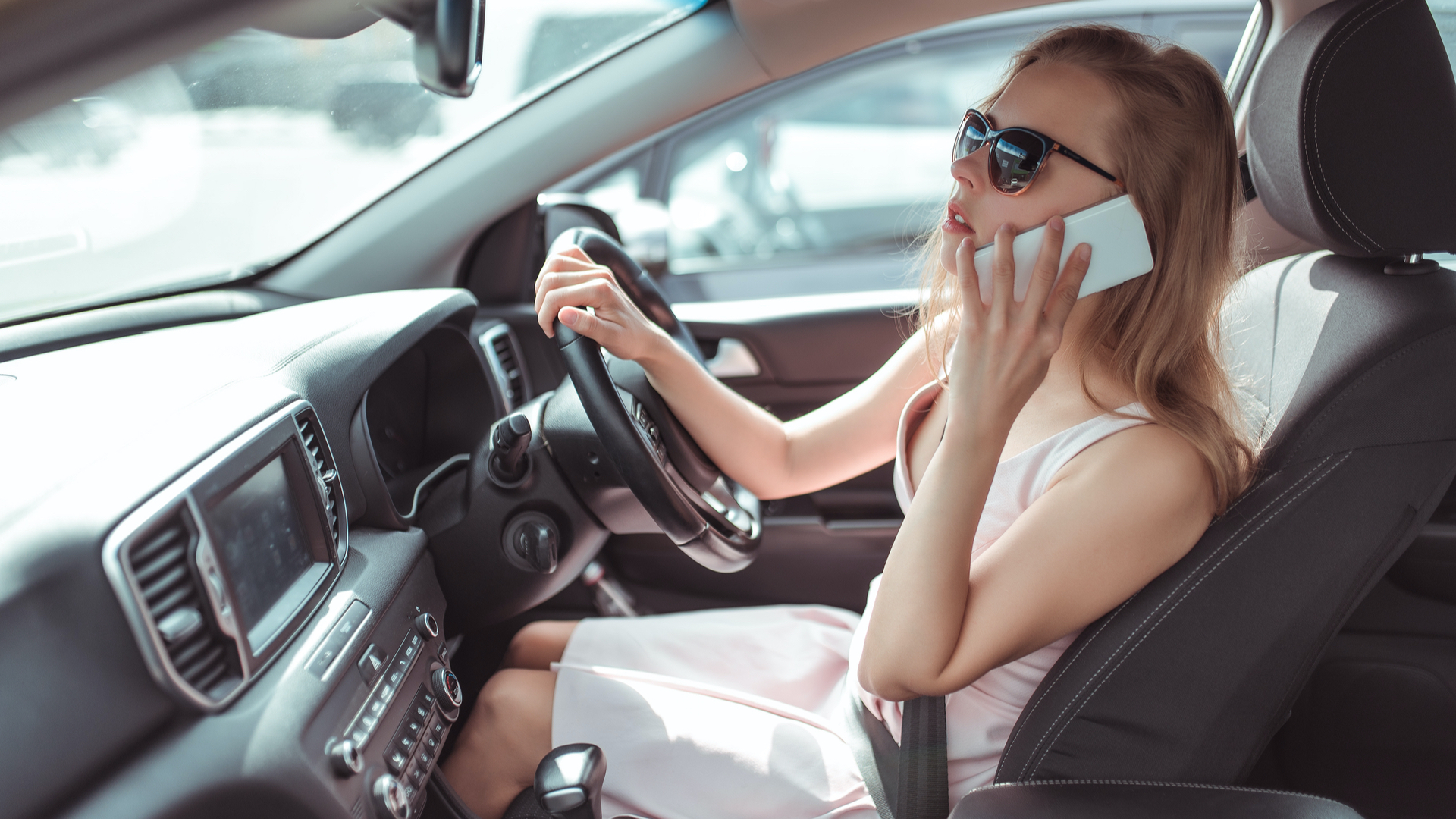 Drivers flouting mobile phone use laws
