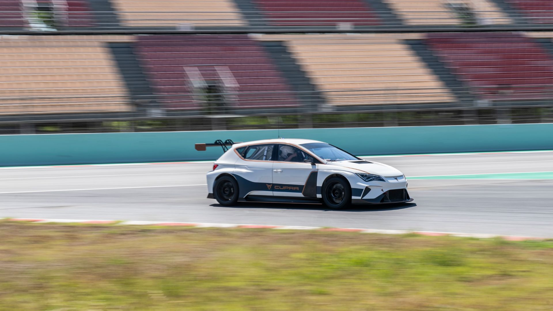 Cupra e-Racer takes first laps