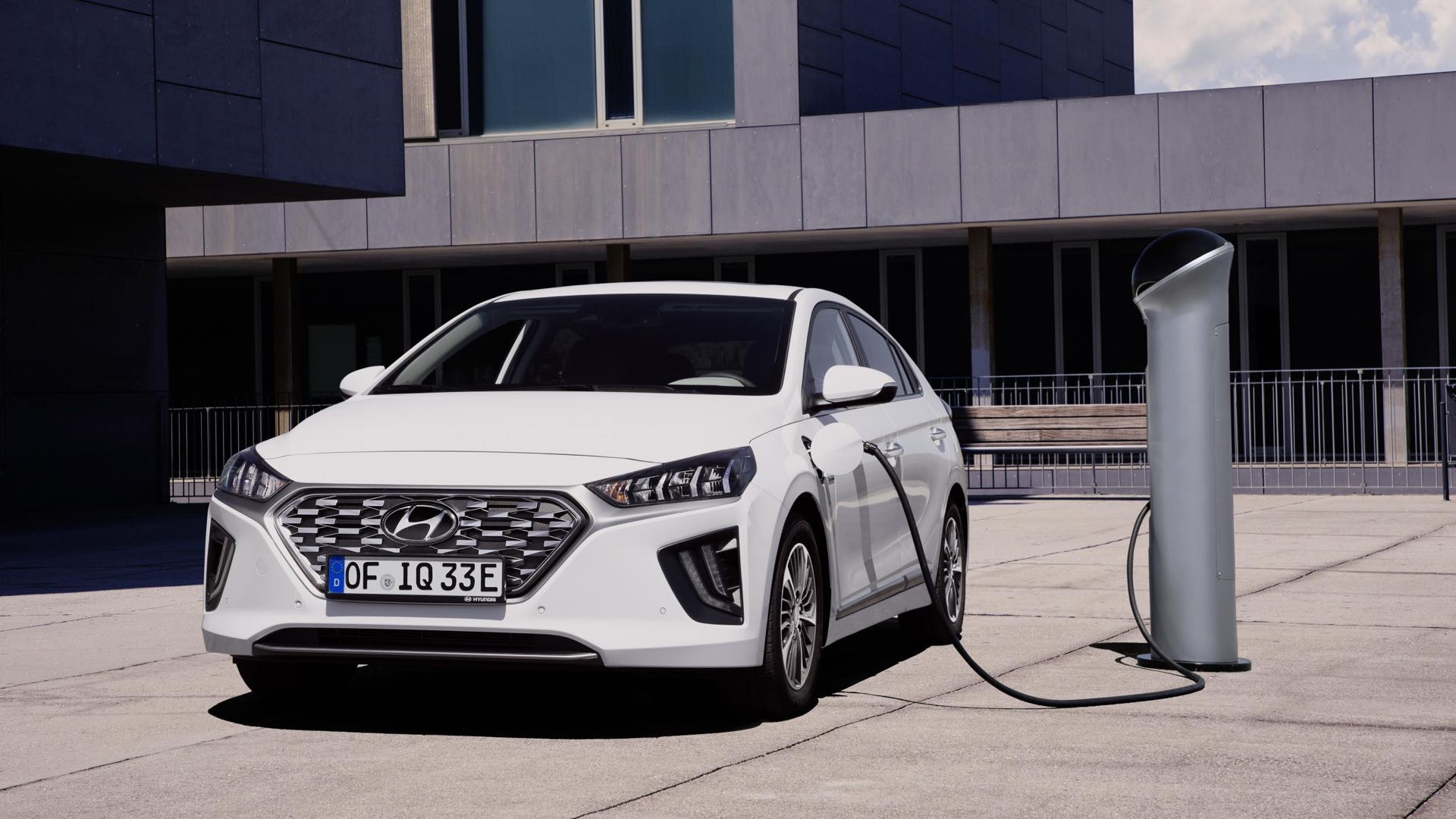 Plug-in hybrid drivers need to change behaviour