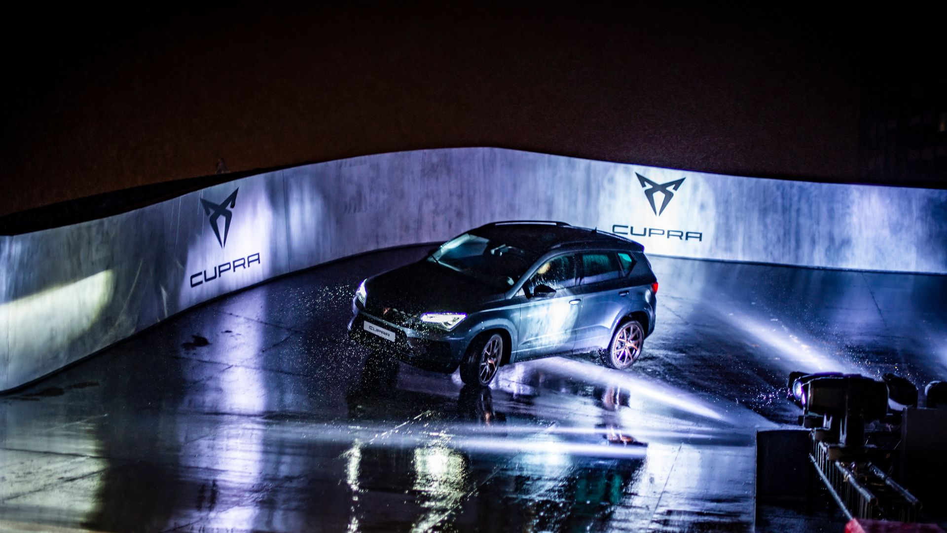 Cupra Ateca Paris rooftop racetrack